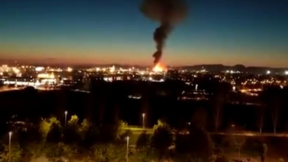 Una gran explosión en la petroquímica de Tarragona causa al menos cinco heridos