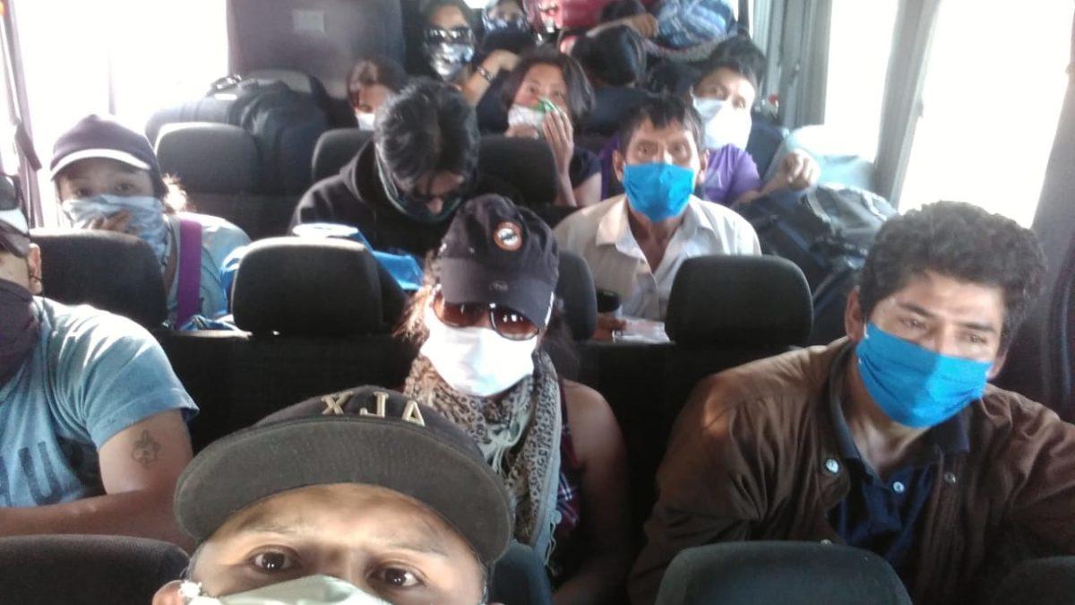 El Gobierno analiza la situación de los bolivianos que regresan a pie desde Chile