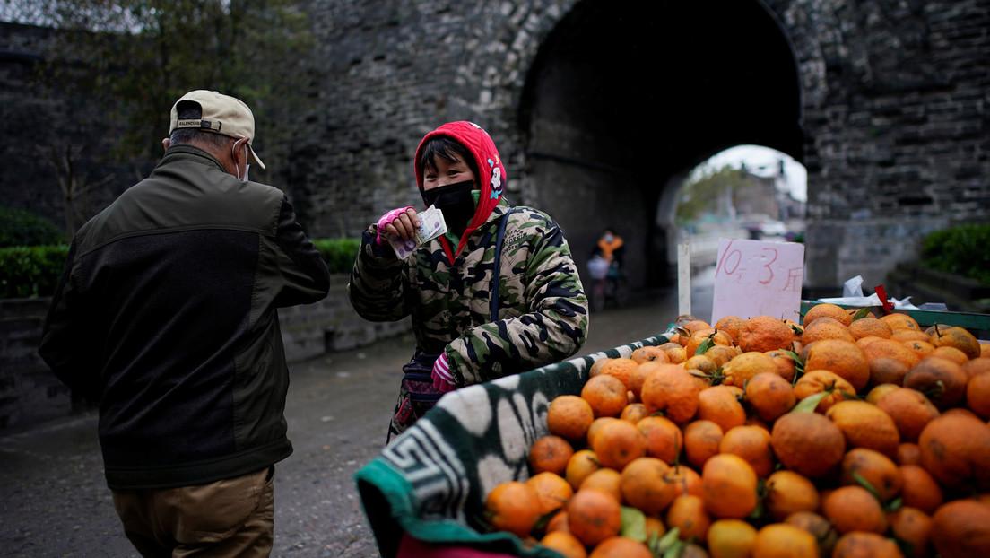«Morir de hambre o por el virus»: La pobreza de los trabajadores informales aumentará hasta un 56 % por la pandemia