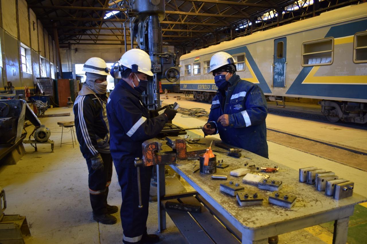 Trabajadores de Ferroviaria Andina. Fotos: Rodríguez & Baudoin Comunicación Estratégica.