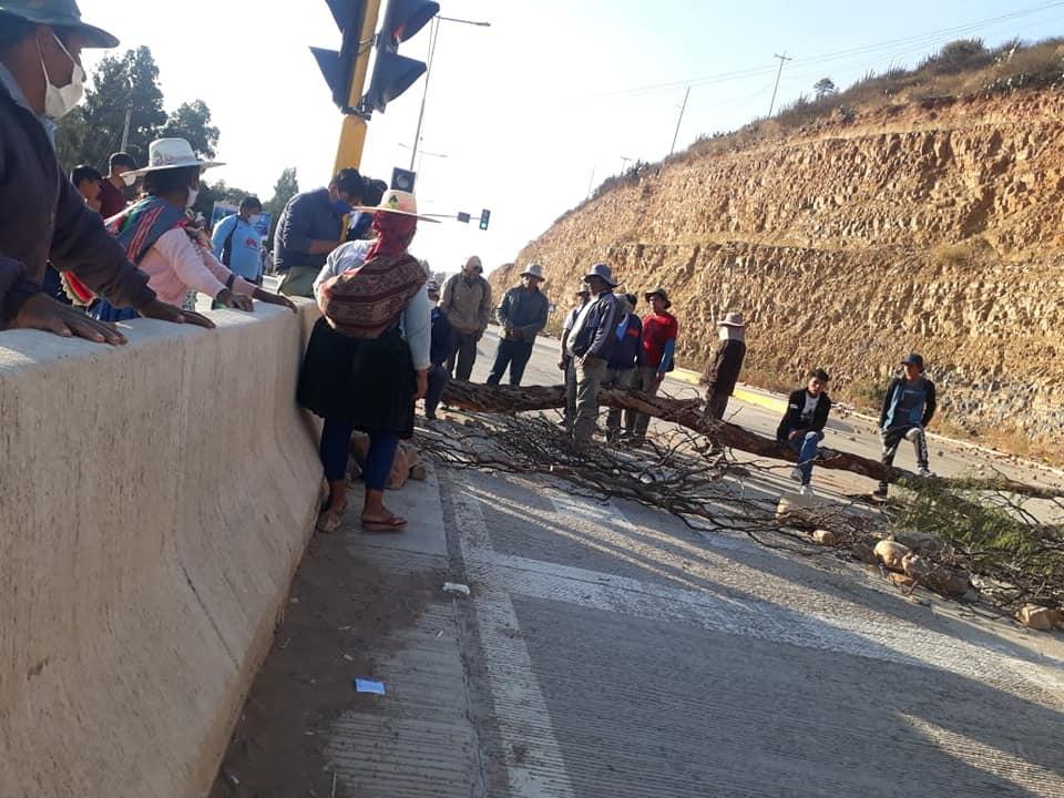 Bloqueos en Bolivia para pedir elecciones en septiembre